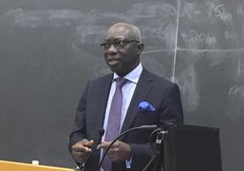 Adama Dieng address students at Yale University, 25 April 2018